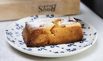 Almond Cake with Apricots